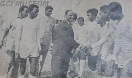Football team of Adeola Odutola College, Ijebu Ode being introduced to the State Governor, Brigadier Oluwole Rotimi.