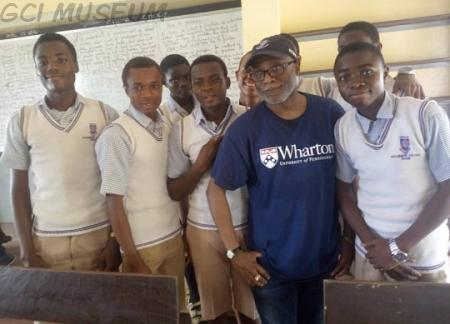 Dr Olugbenga Oyesanmi with GCI students